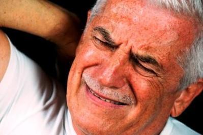 Während des Traumes tut der Kopf und der Rücken weh